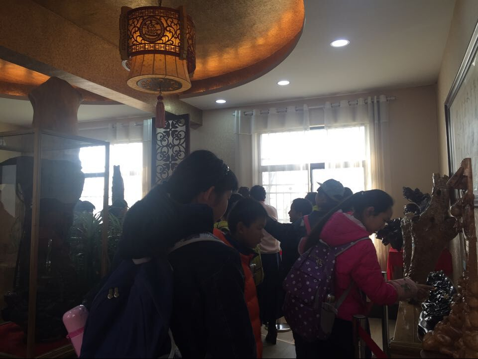 江夏四中近五百名学生参观学习